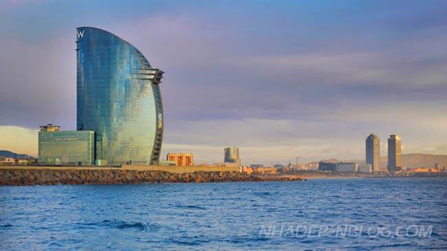 Ngắm kiến trúc tiên phong của khách sạn W Barcelona