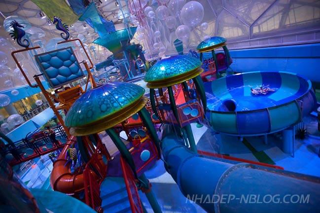 Ngắm công viên nước trong nhà đầy màu sắc tại Trung Quốc