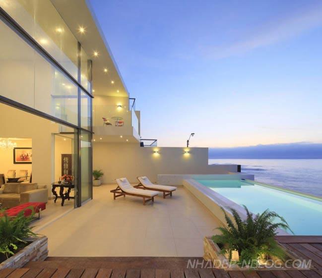 Ngắm villa kính tuyệt đẹp đối diện biển