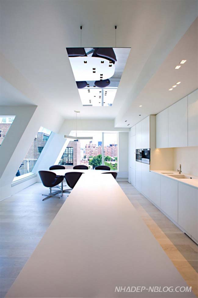 Căn hộ penthouse sang trọng với tường kính