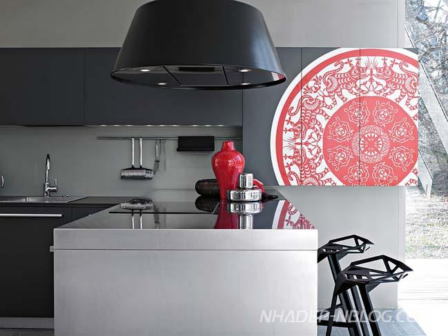 Thiết kế nhà bếp đẹp với hoa văn Á Đông