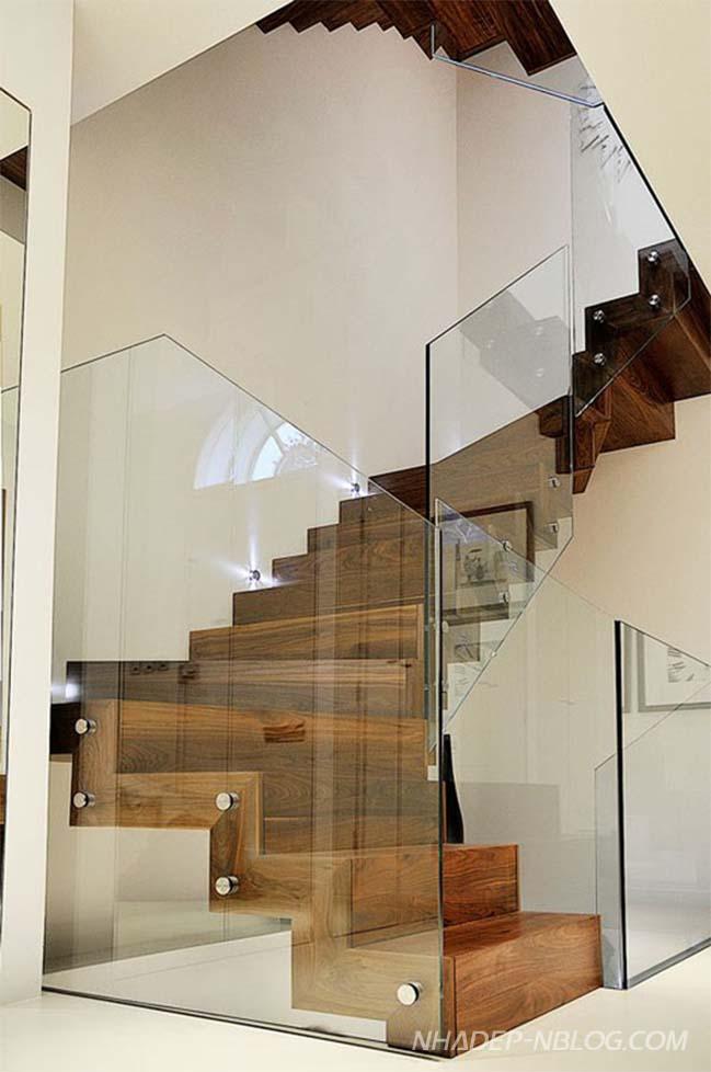 20 mẫu cầu thang với thiết kế lan can kính hiện đại