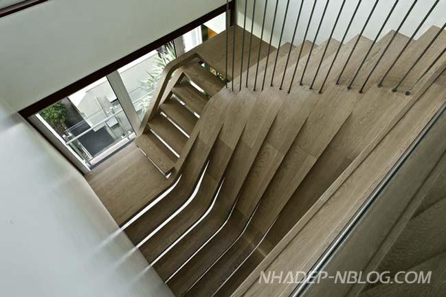Mẫu nhà đẹp 2 tầng với chiếc cầu thang độc đáo