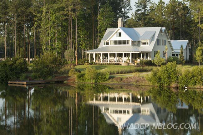 Ngắm biệt thự đẹp bên bờ hồ và rừng thông thơ mộng
