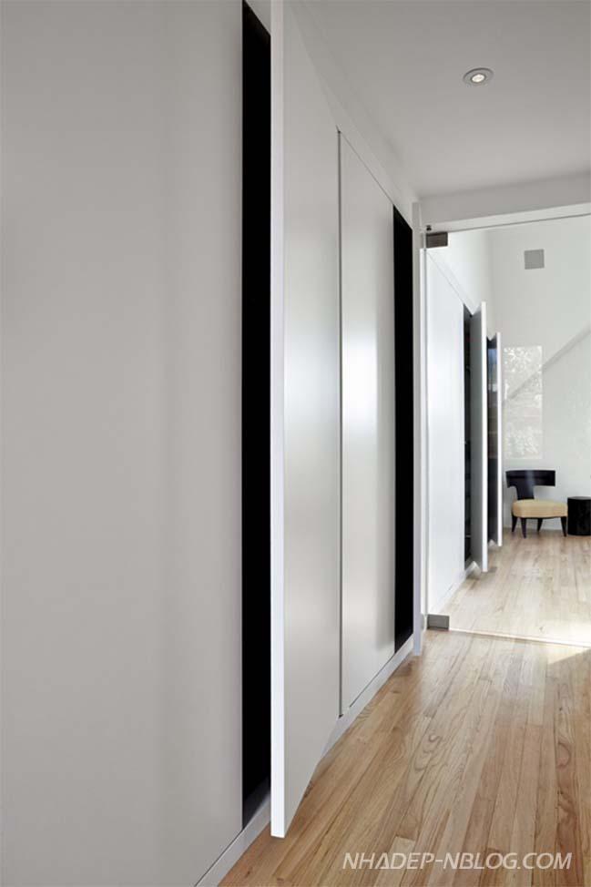 Mẫu nhà đẹp 2 tầng với giếng trời kính hiện đại