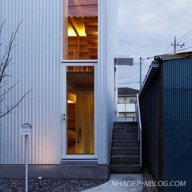 Nhà phố đẹp 3 tầng với ngoại thất bằng tôn trắng