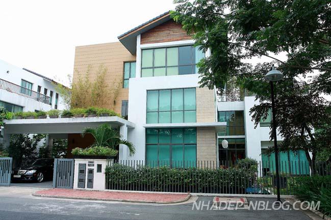 Ngôi biệt thự đẹp với nội thất gỗ ấm áp tại Sài Gòn