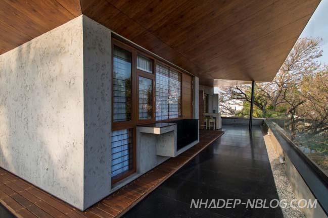 Biệt thự phố 3 tầng với nội thất gỗ sang trọng