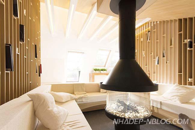 Căn hộ áp mái với nội thất gỗ ấm cúng