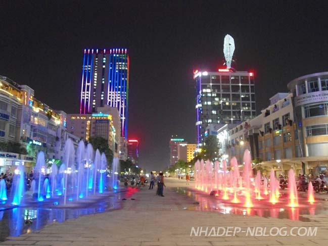 Nhạc nước lung linh trên phố đi bộ Nguyễn Huệ TP HCM
