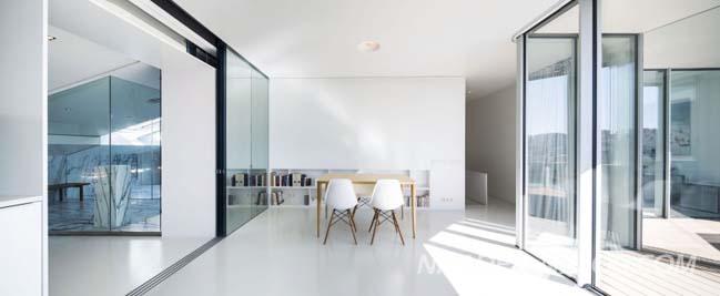 nha dep 2 tang voi thiet ke noi that kinh sang trong 04 Kiến trúc nhà đẹp 2 tầng với thiết kế nội thất kính sang trọng