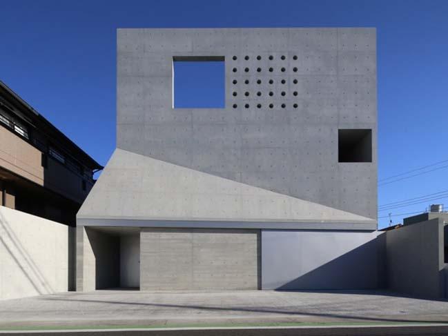 Mẫu nhà phố đẹp kết hợp giữa bê tông và kính