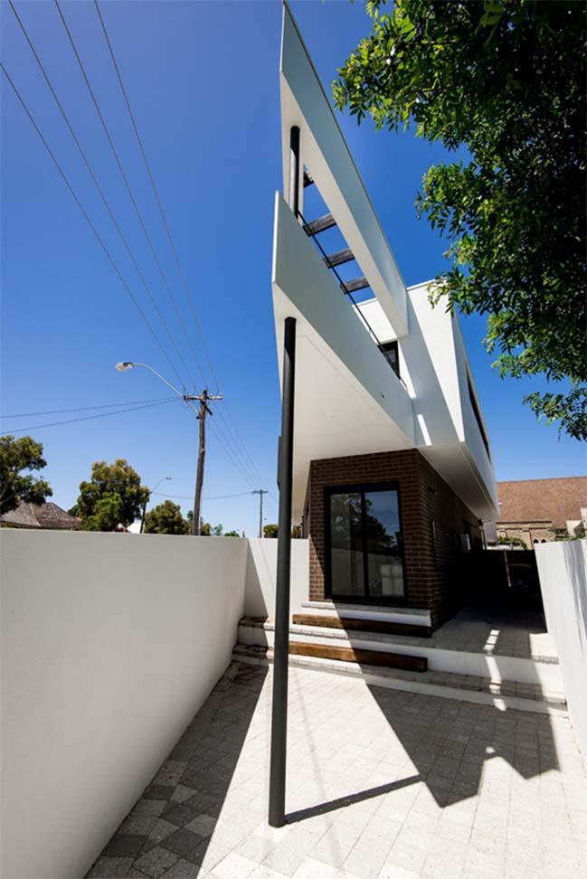 Ngôi nhà phố đẹp với thiết kế hình tam giác