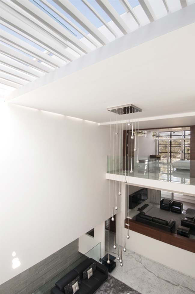 Thiết kế biệt thự phố đẹp với hồ bơi trong nhà