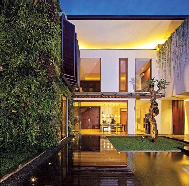 Thiết kế biệt thự với sân vườn trung tâm thoáng mát