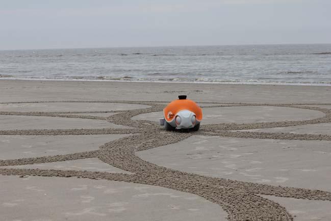 BeachBot - Rô bô tự điều kiển vẽ tranh khổng lồ trên cát
