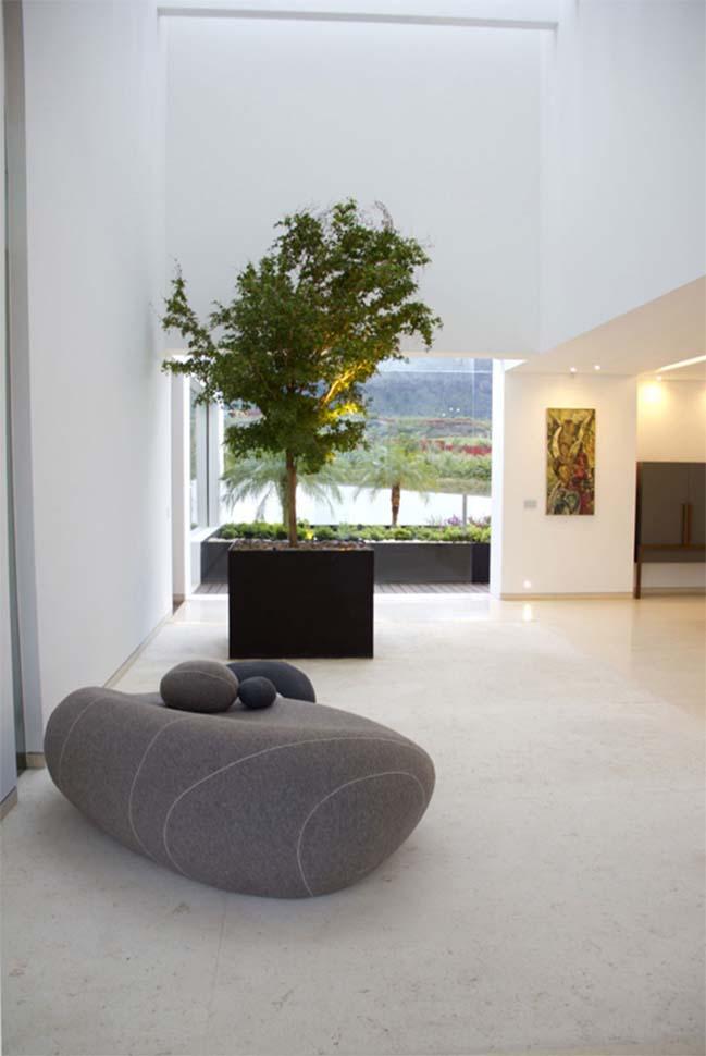 Biệt thự đẹp sang trọng với tường kính