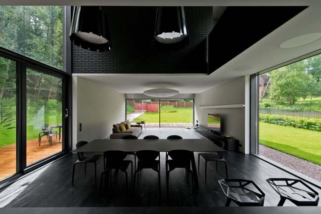 Thiết kế biệt thự vườn 2 tầng với 2 màu trắng đen