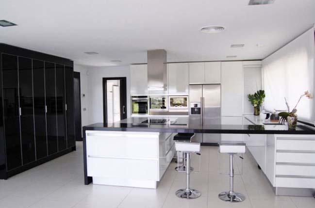 15 mẫu thiết kế nội thất nhà bếp đẹp với 2 màu trắng đen
