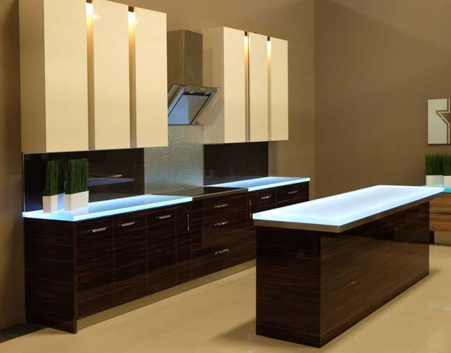 nha bep dep 02 Gợi ý thiết kế nhà bếp đẹp với mặt kính sáng lung linh