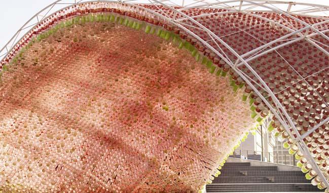 thiet ke kien truc 03 Kiệt tác thiết kế kiến trúc với hơn 17.000 chai nước ngọt