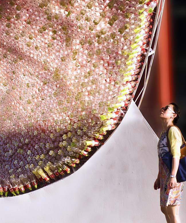 thiet ke kien truc 04 Kiệt tác thiết kế kiến trúc với hơn 17.000 chai nước ngọt