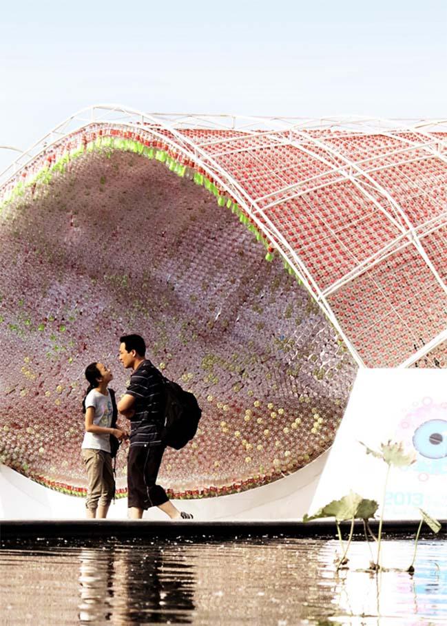 thiet ke kien truc 05 Kiệt tác thiết kế kiến trúc với hơn 17.000 chai nước ngọt