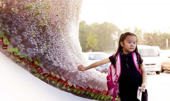 thiet ke kien truc 06 Kiệt tác thiết kế kiến trúc với hơn 17.000 chai nước ngọt