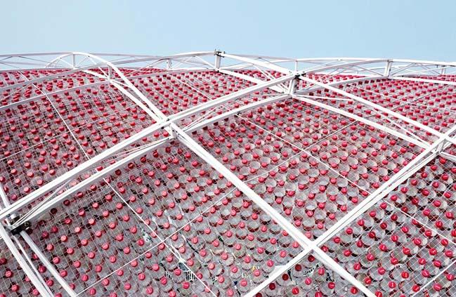 thiet ke kien truc 09 Kiệt tác thiết kế kiến trúc với hơn 17.000 chai nước ngọt