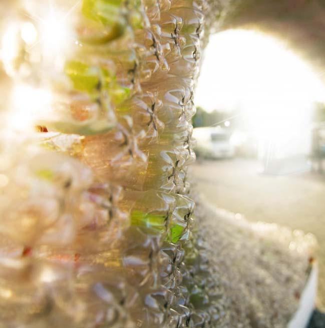 thiet ke kien truc 11 Kiệt tác thiết kế kiến trúc với hơn 17.000 chai nước ngọt