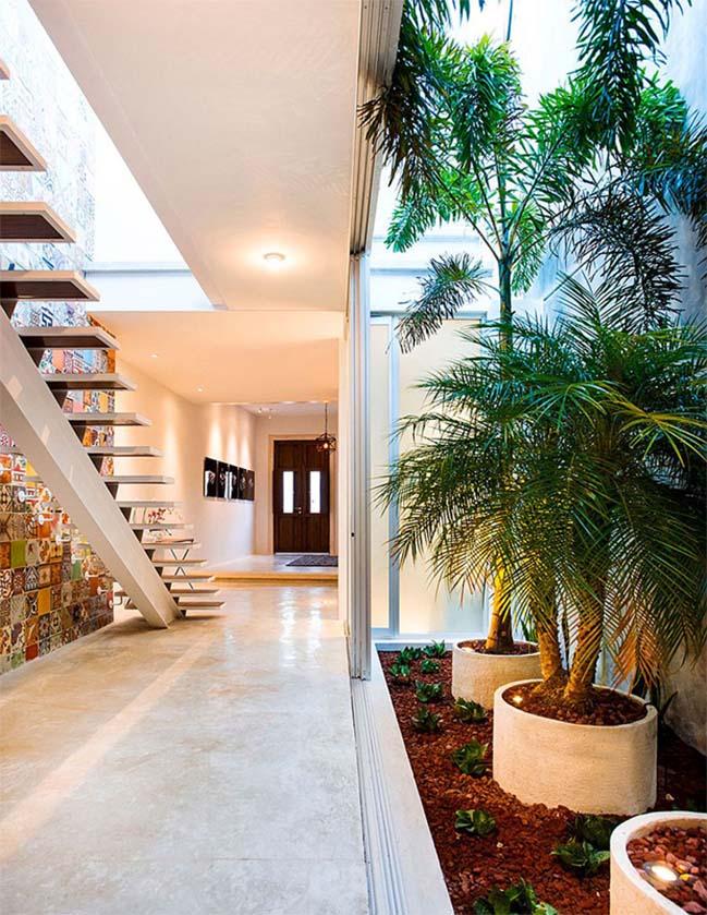 Ngôi nhà đẹp với những sắc màu sặc sỡ