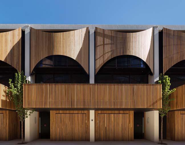 Ngoại thất bằng gỗ sang trọng cho nhà phố liền kề