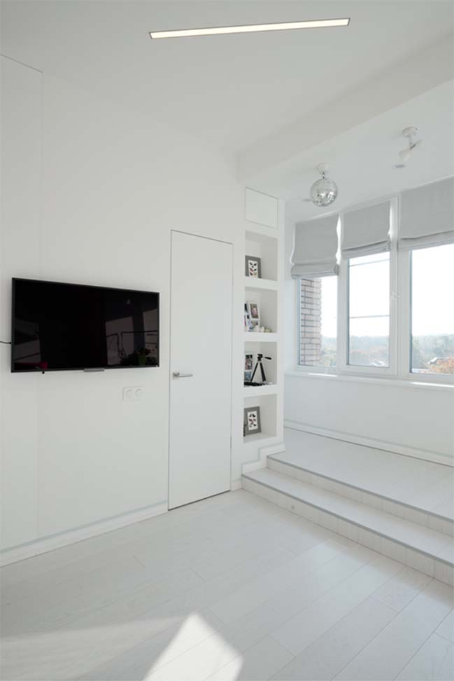 Cải tạo căn hộ chung cư với nội thất trắng sáng
