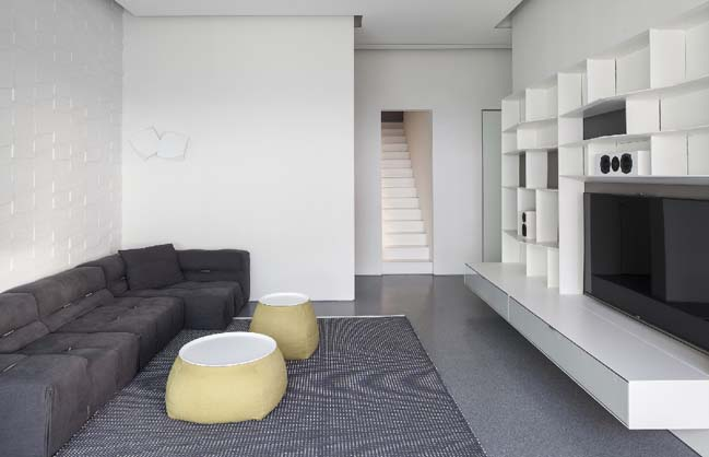 Căn hộ penthouse với nội thất trắng sang trọng