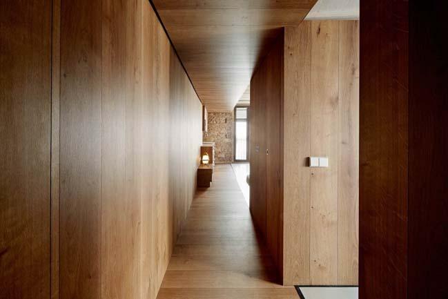 Căn hộ chung cư hiện đại với tường gạch cổ kính