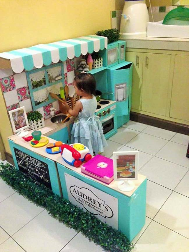 Cách tạo một không gian bếp cho trẻ từ thùng carton