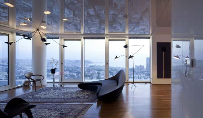 Căn hộ sang trọng với trần nhà phản chiếu