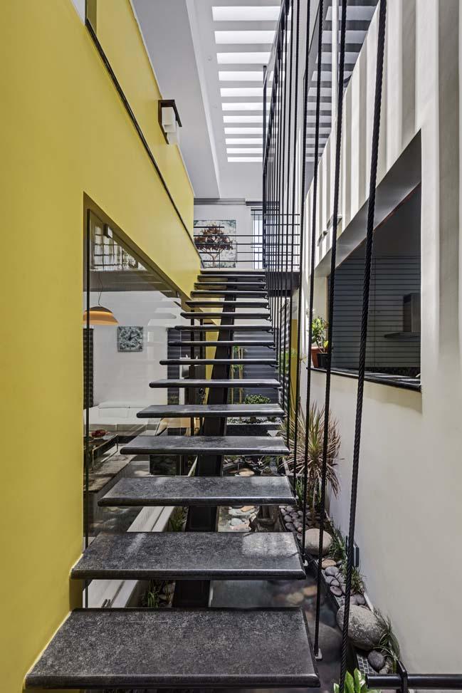 Mẫu thiết kế nhà đẹp với điểm nhấn màu vàng