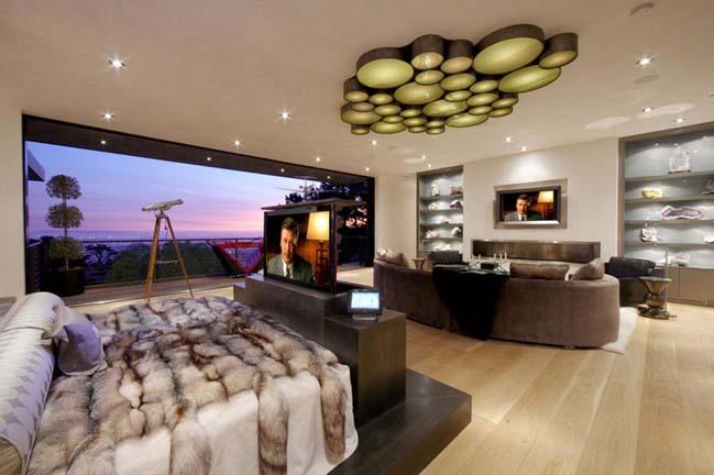 Không gian phòng ngủ đẹp với những chiếc kệ tivi độc đáo