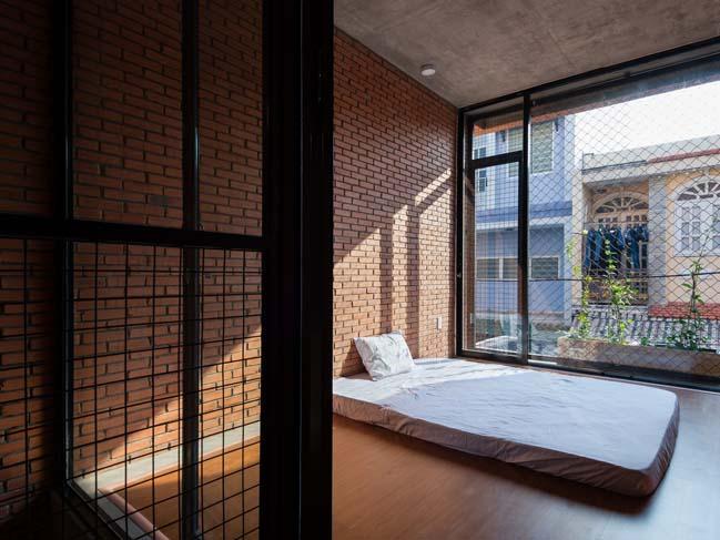 Thiết kế nhà phố đẹp với gạch mộc ấm cúng