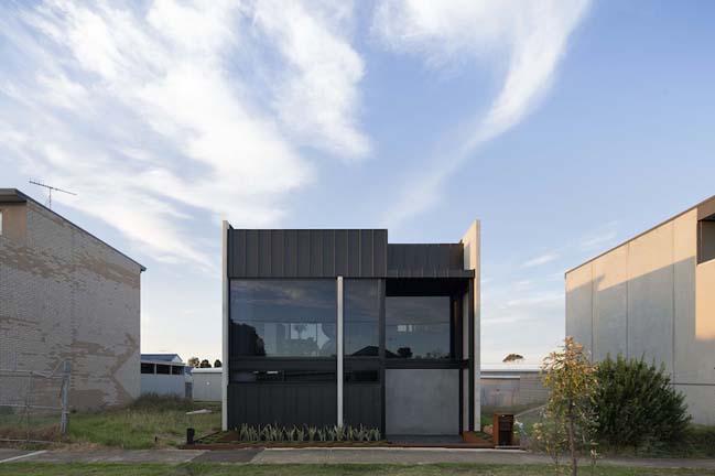 Mẫu thiết kế nhà đẹp 2 tầng với vẻ ngoài đơn giản cá tính