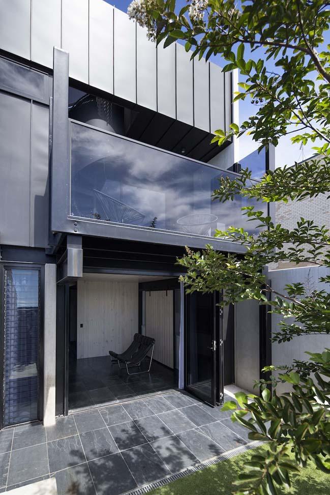 nha dep 2 tang 03 Tham quan mẫu thiết kế nhà đẹp 2 tầng với vẻ ngoài đơn giản cá tính
