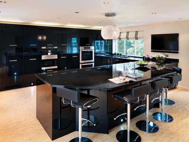 mau tu bep dep voi tong mau den 02 Thiết kế nhà bếp nổi bất với các tông màu tối