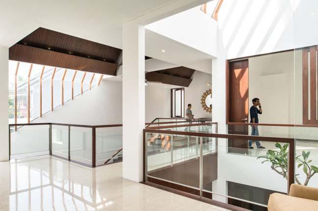 biet thu mai thai hien dai 08 Chia sẻ mẫu thiết kế biệt thự mái thái hiện đại thoáng mát