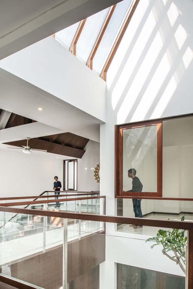 biet thu mai thai hien dai 09 Chia sẻ mẫu thiết kế biệt thự mái thái hiện đại thoáng mát