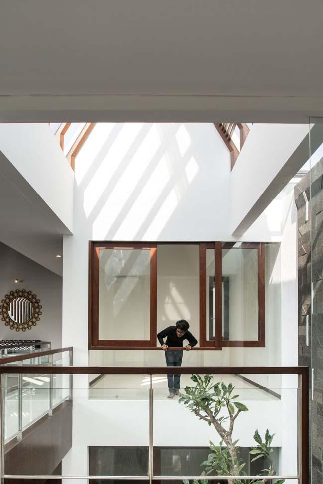 biet thu mai thai hien dai 11 Chia sẻ mẫu thiết kế biệt thự mái thái hiện đại thoáng mát