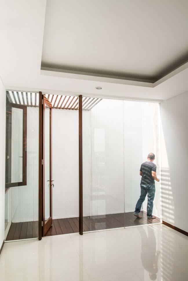 biet thu mai thai hien dai 14 Chia sẻ mẫu thiết kế biệt thự mái thái hiện đại thoáng mát