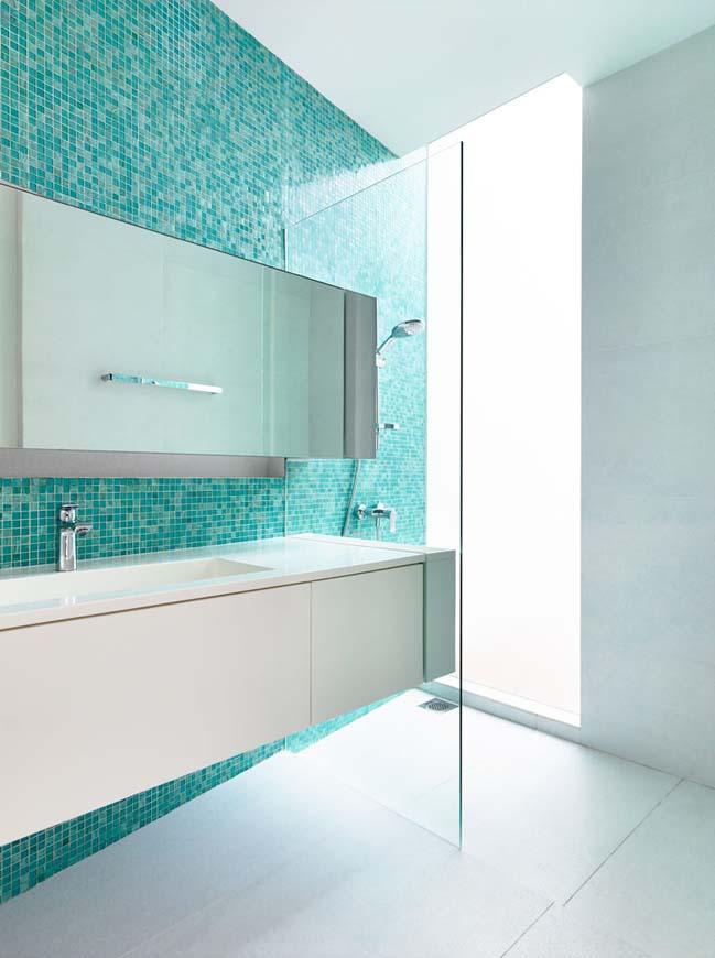 phong tam dep voi tong mau xanh va trang 04 Chiêm ngưỡng những mẫu phòng tắm đẹp với tông màu xanh và trắng sang trọng