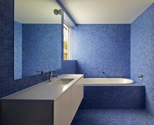 phong tam dep voi tong mau xanh va trang 10 Chiêm ngưỡng những mẫu phòng tắm đẹp với tông màu xanh và trắng sang trọng