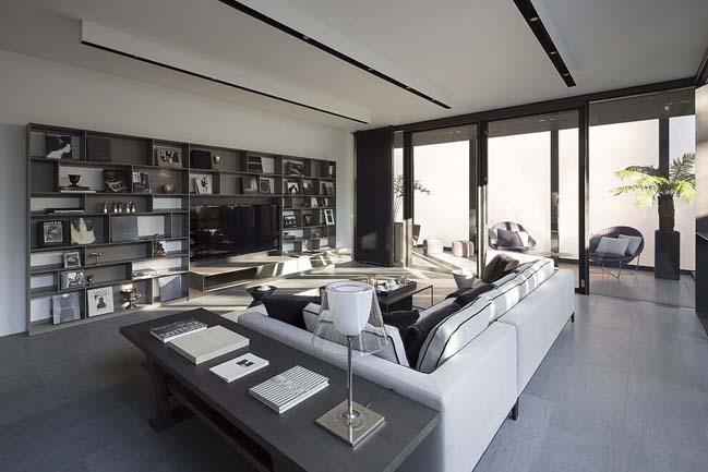 Mẫu nhà đẹp với không gian nội thất kính bao quanh